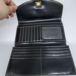 Kenneth Cole Bags - Kenneth Cole Black Genuine Leather Wallet